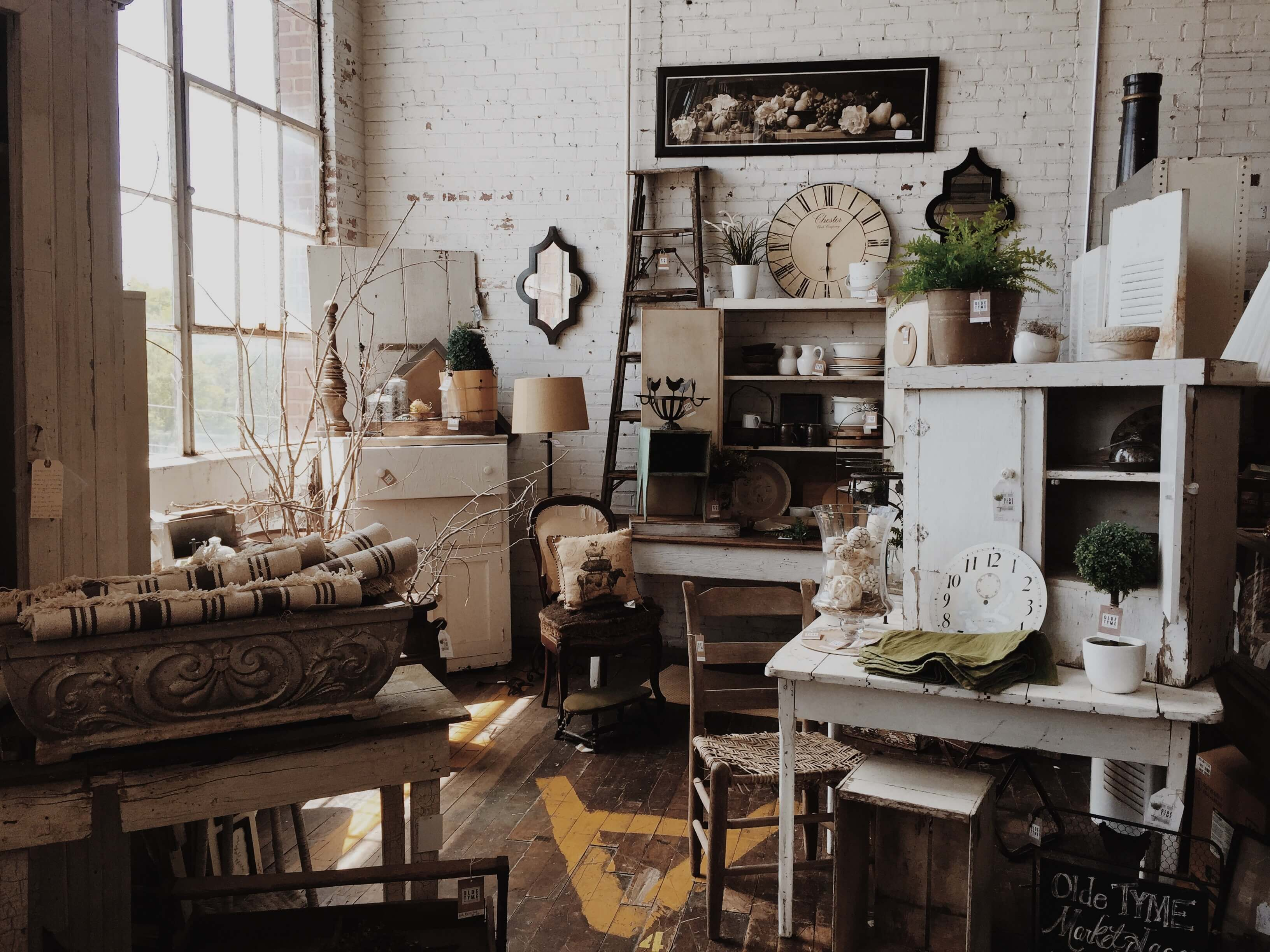 furniture outlets to save money