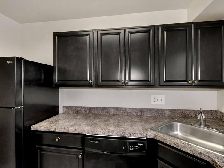 Dark kitchen cabinets over granite countertops