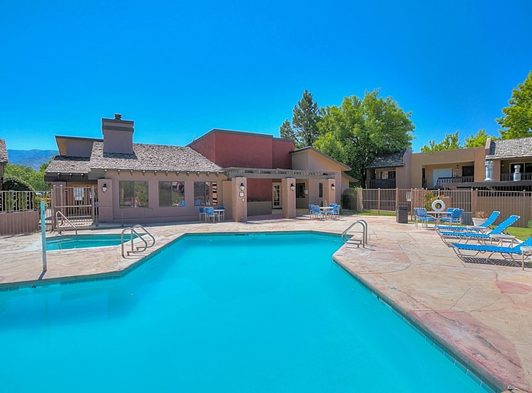 Huge Swimming Pool at Eagle Point Apartments, New Mexico, 87111