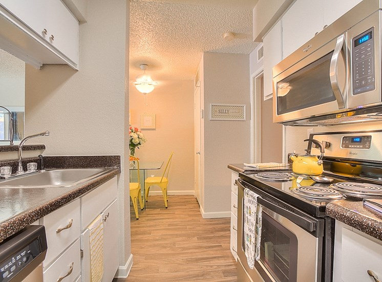 Gourmet Kitchen with Breakfast Bar and Pantry at Eagle Point Apartments, New Mexico, 87111
