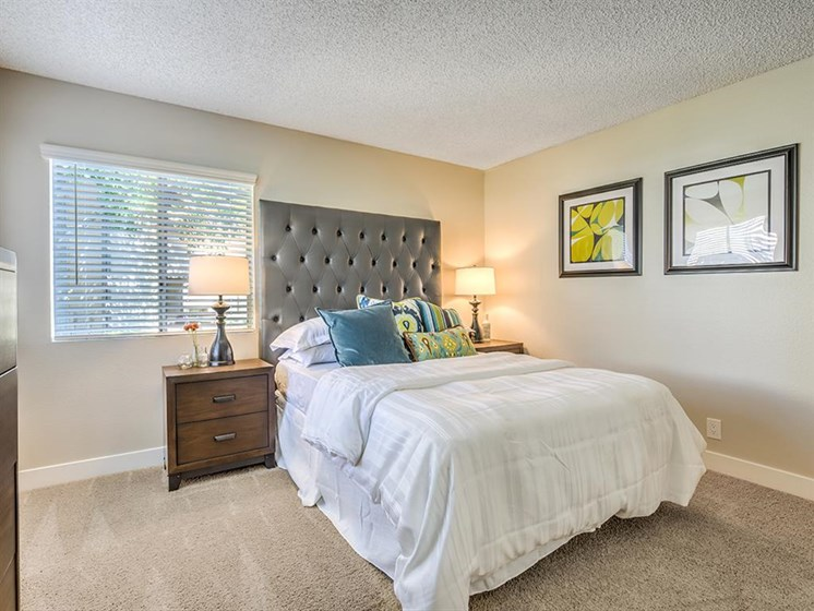 Spacious Bedroom With Comfortable Bed at The Ashton, Corona, 92879