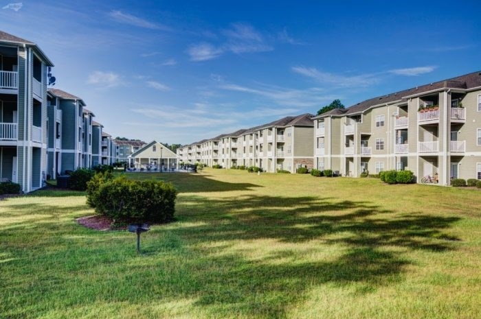 apartments with lush greenspace leland nc