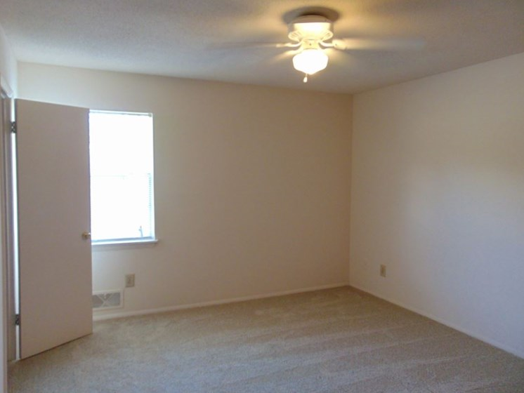 Unfurnished Bedroom with window, ceiling fan, and closet