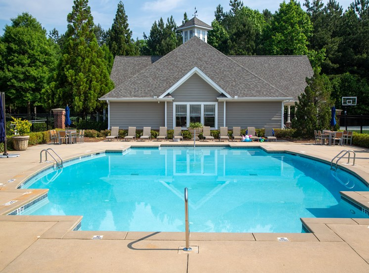 Walton Reserve Apartment Homes Swimming Pool