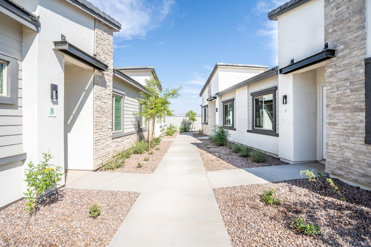 Landscaped walkways between the apartment homes at Village Greens of Queen Creek