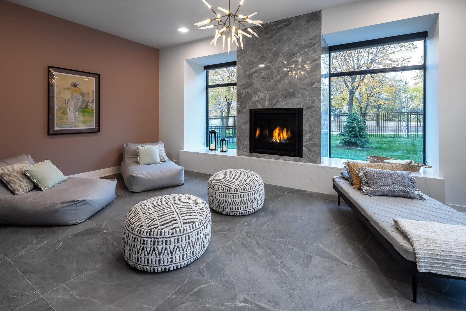 Spa lounge with relaxation space and fireplace
