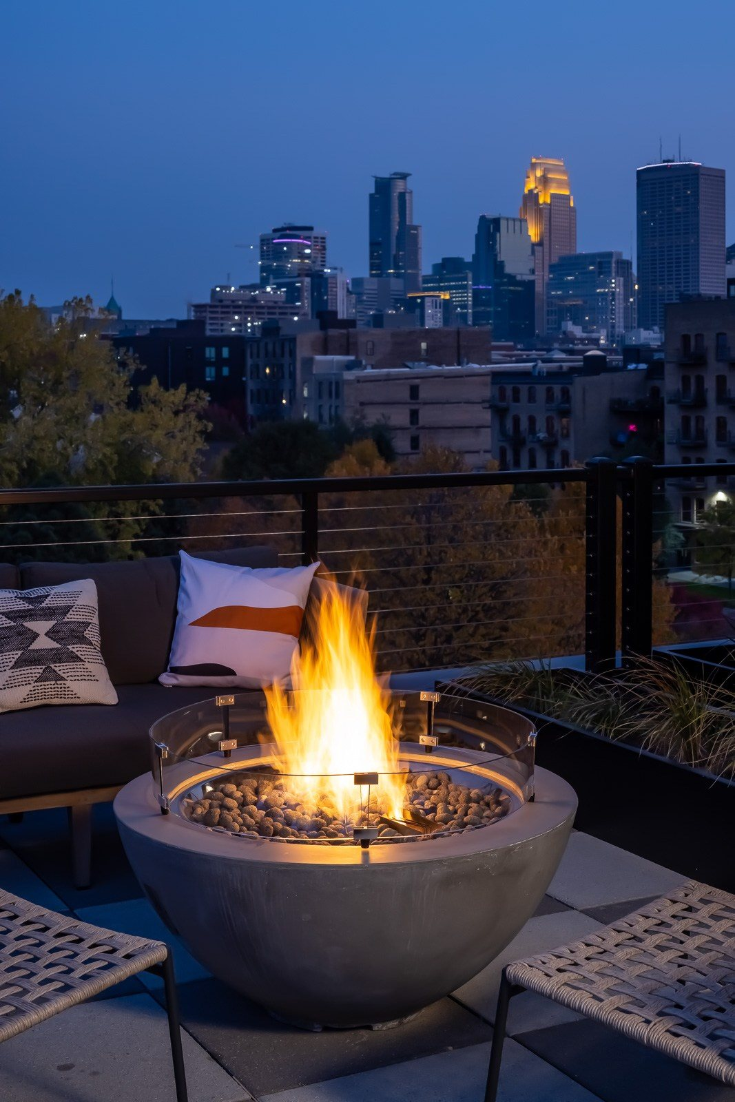 View of downtown minneapolis from rooftop lounge terrace at Vesi apartments