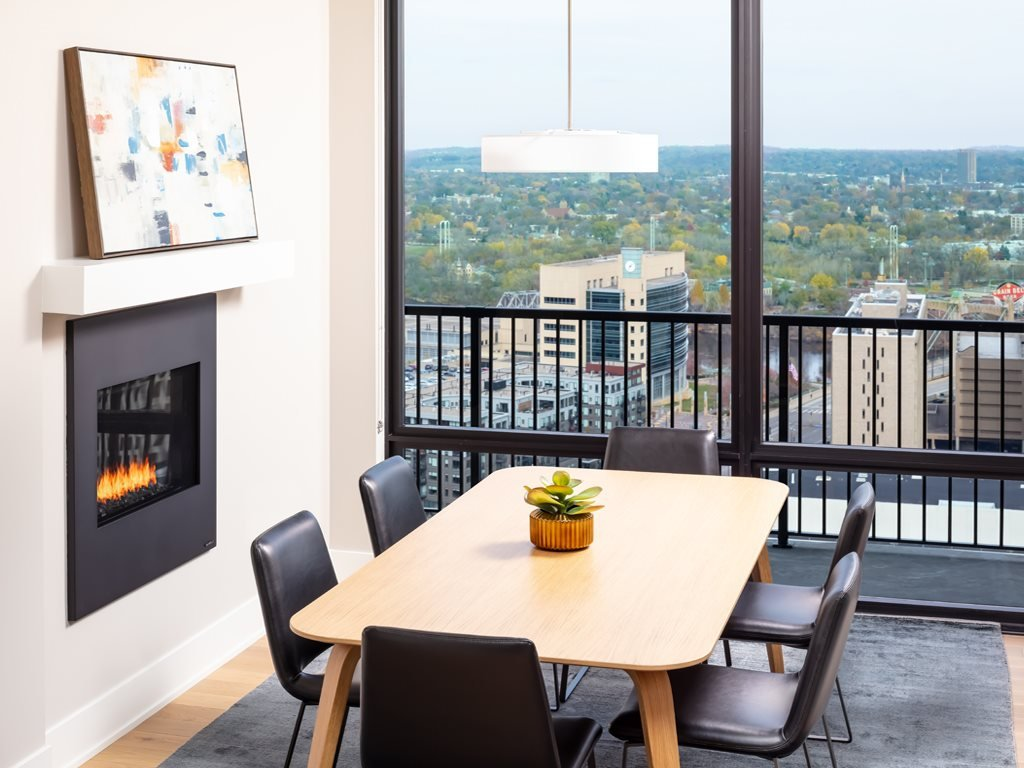 365 Nicollet Furnished Apartment Dining Room