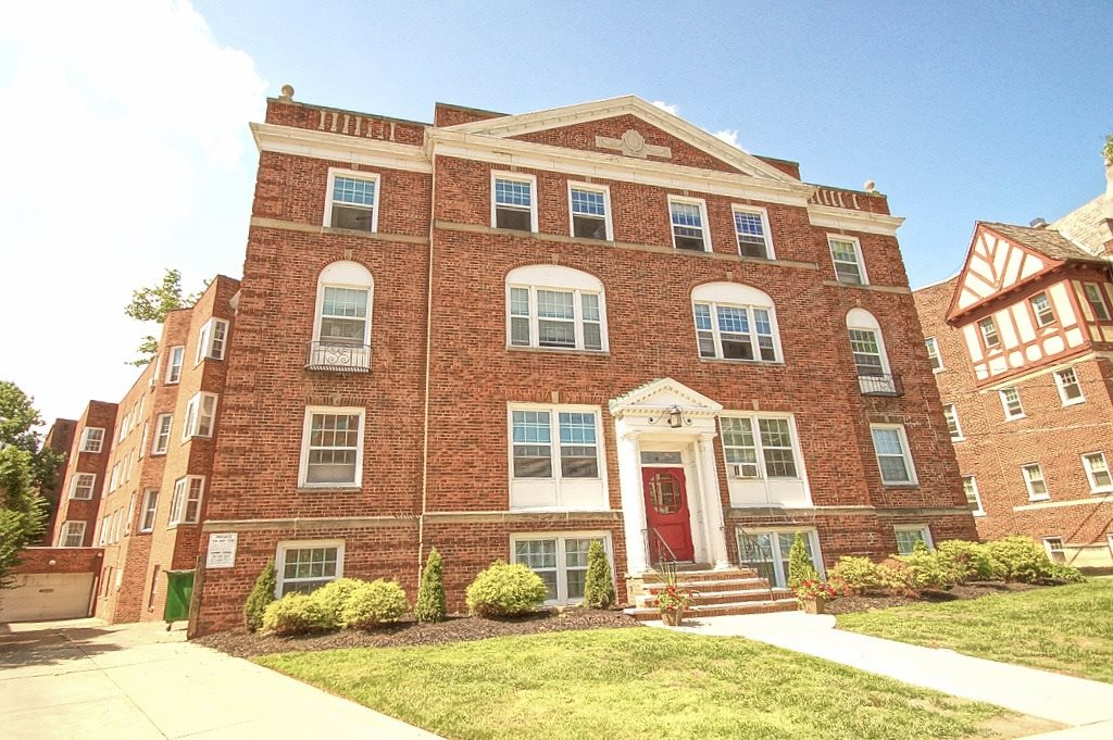 Elegant Exterior View Of Property at Integrity Gold Coast Apartments, Lakewood, OH, 44102