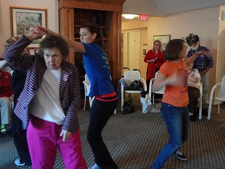 Seniors Dancing at Savannah Cottage of Lakeland, Florida