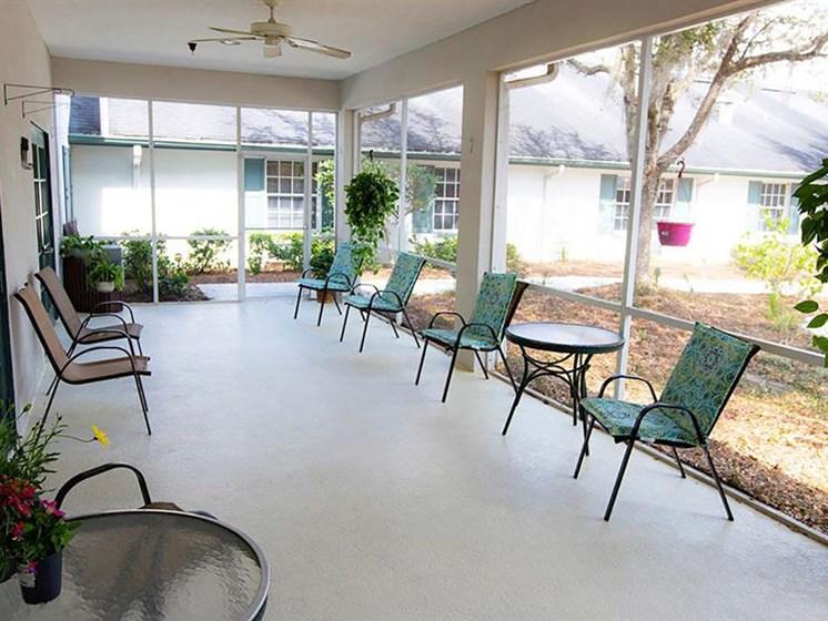 Outdoor Sitting Area at Savannah Court of Orange City, Orange City, 32763