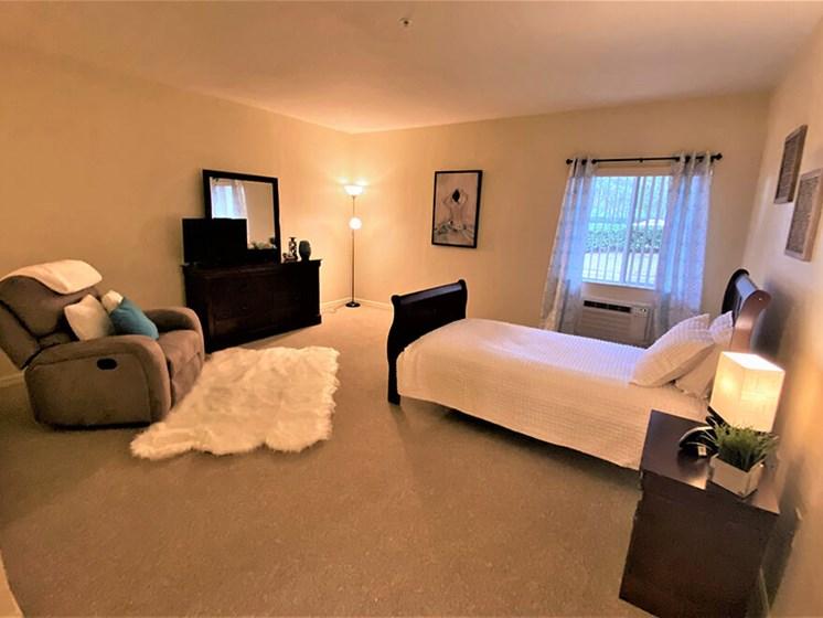 Bedroom With Expansive Windows at Savannah Court of St Cloud, St Cloud, FL