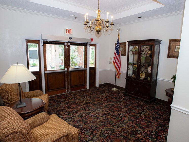 Lobby area with seating at Savannah Court of The Palm Beaches, West Palm Beach, FL, 33401