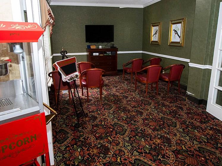 Entertaining lounge at Savannah Court of The Palm Beaches, West Palm Beach, Florida