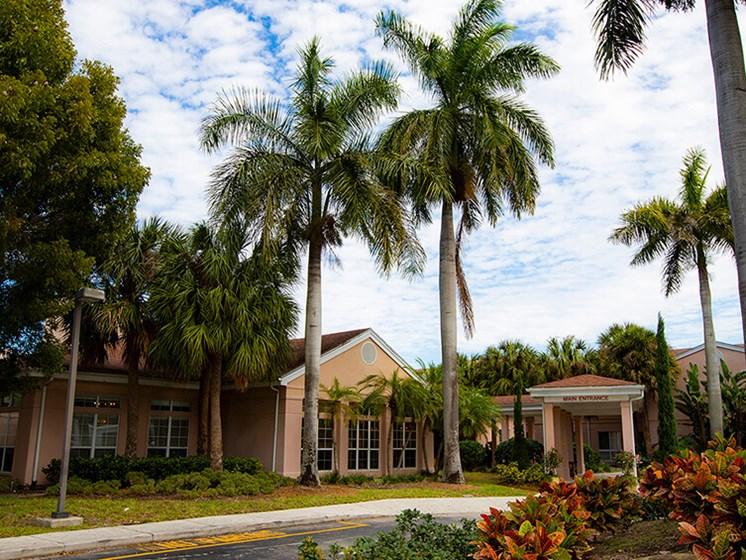 Elegant Exterior View at Savannah Court of The Palm Beaches, West Palm Beach