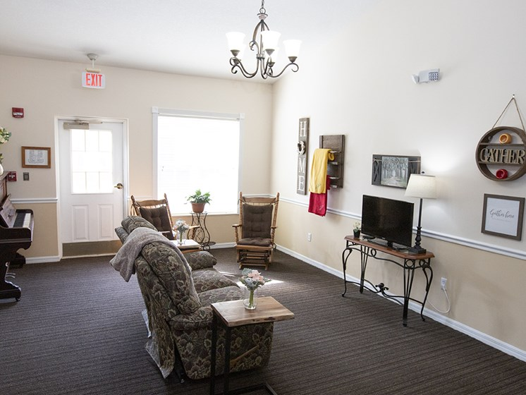 Media Lounge With Piano at Savannah Court & Cottage of Oviedo, Florida