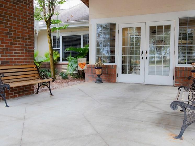 Outdoor Sitting Area at Savannah Grand of Maitland, Maitland, FL