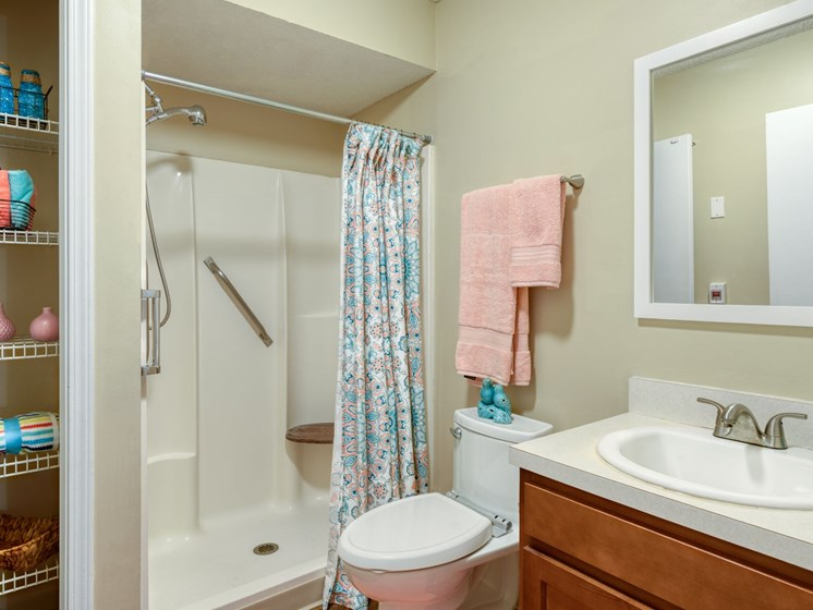 A fully equipped bathroom at Pacifica Wyndham Lakes
