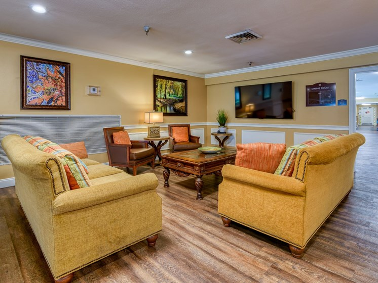 Relax with your friends at Wyndham Lakes.