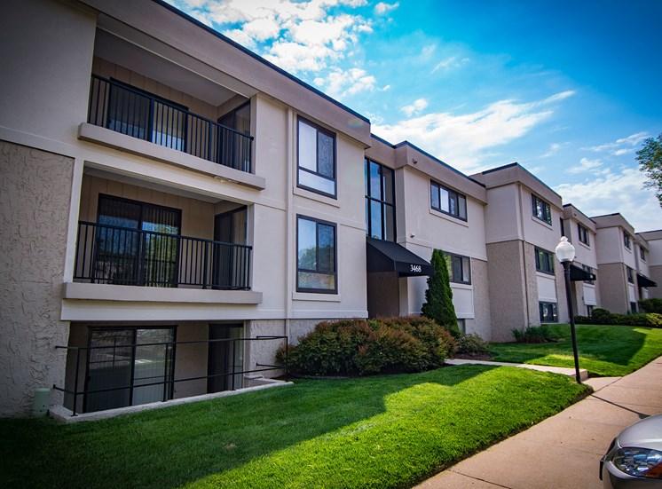 Ashley Apartments Unit Facade Photo