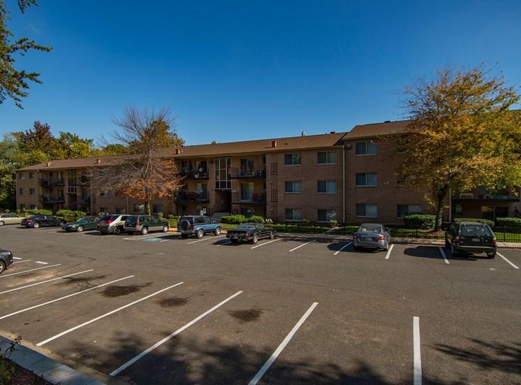 Glen Willow Apartments Building Parking 13