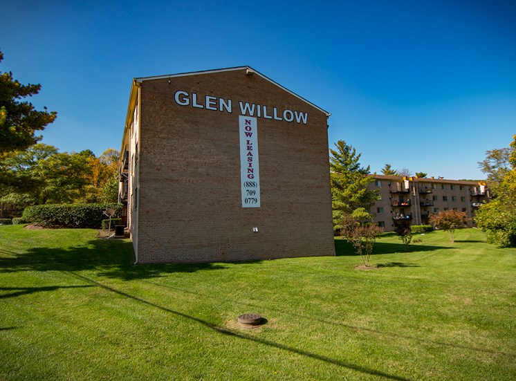 Glen Willow Apartments Building Signage 26