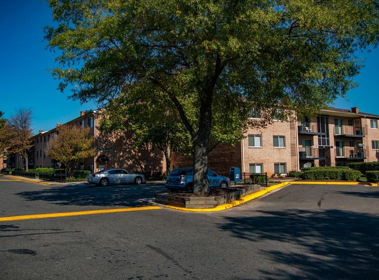 Glen Willow Apartments Parking Lot 30