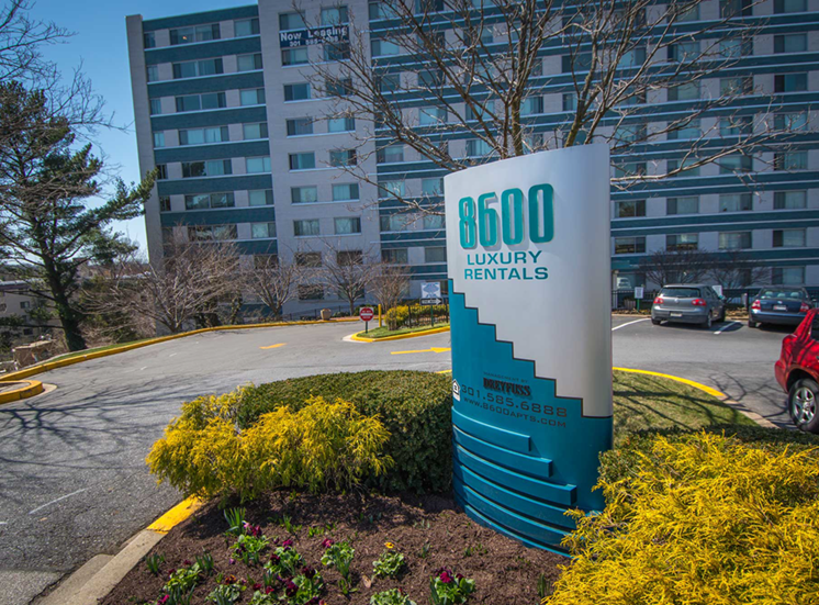 8600 Apartments Entry Sign
