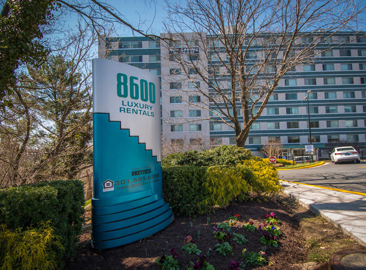 8600 Apartments Entrance Sign