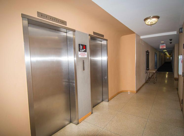 8600 Apartments Inside Elevator 02