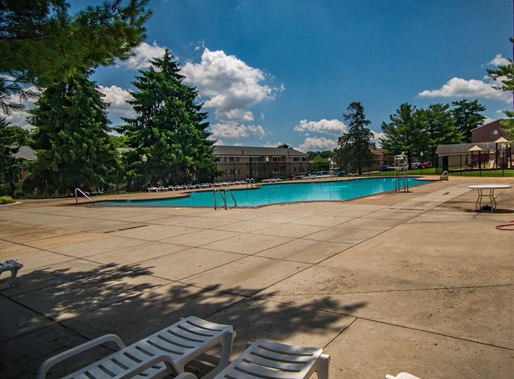Maplewood Villas Apartments Pool 02