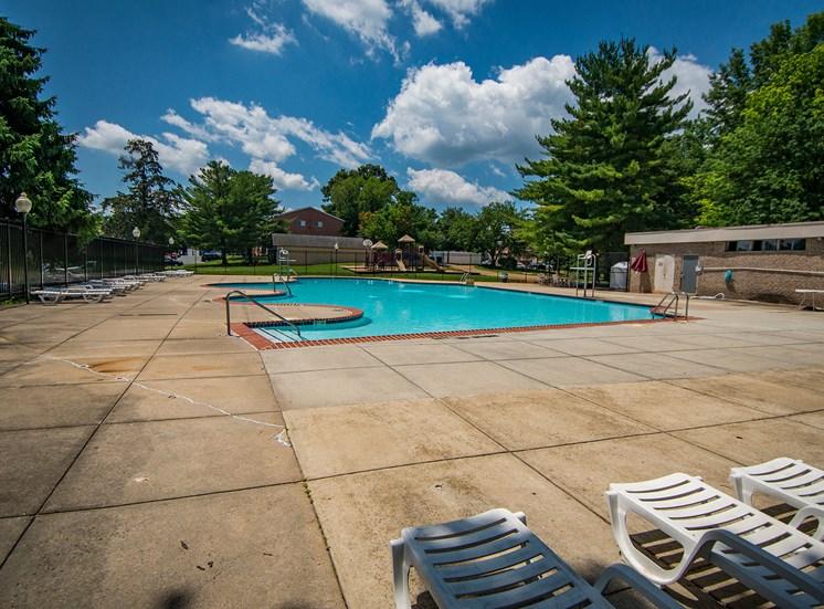 Maplewood Villas Apartments Pool 03