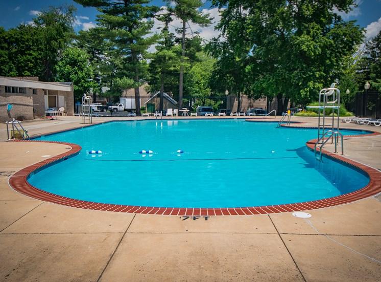 Maplewood Villas Apartments Pool 18