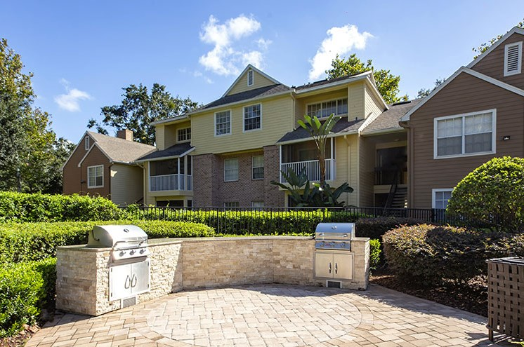 Outdoor Kitchen at Newport Colony Apartment Homes, Florida, 32707
