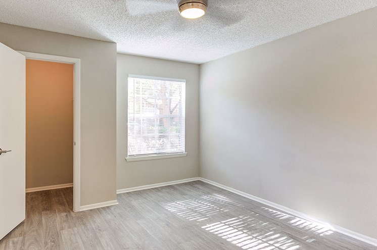 Beautiful Bright Bedroom at Newport Colony Apartment Homes, Casselberry, FL