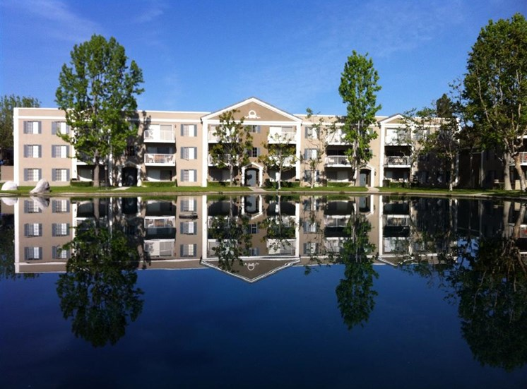 Versailles on the Lake Apartments