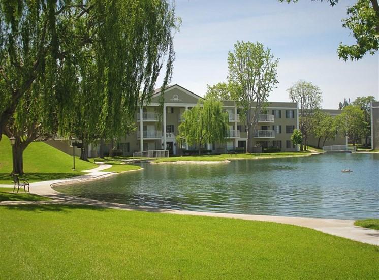 Versailles on the Lake Apartments Lake View