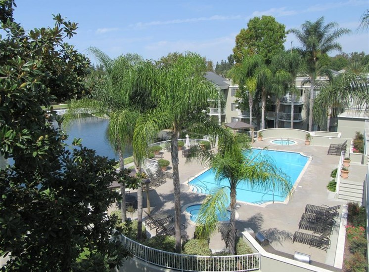 Versailles on the Lake Apartments pool