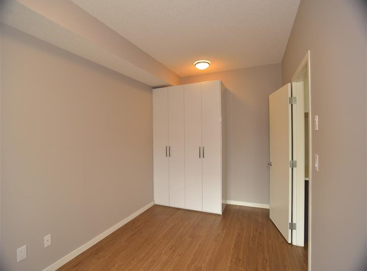aura residential rental apartments european closets