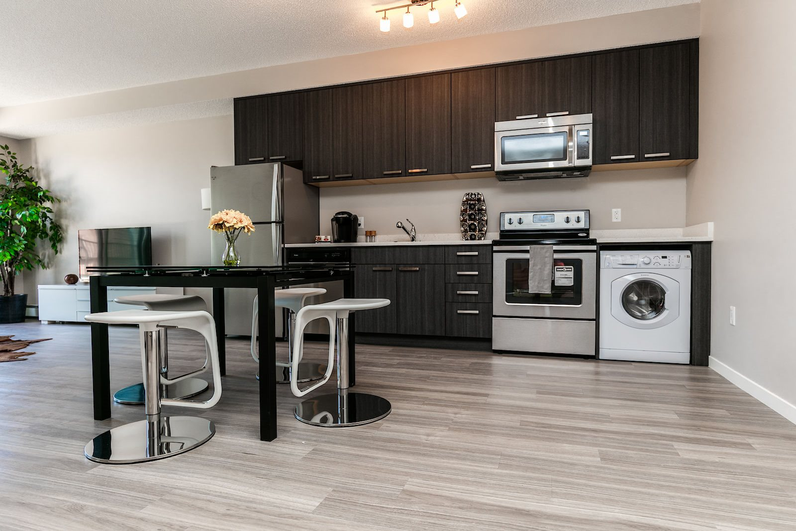 Inglewood 1410 Residential rental apartments convenient in-suite laundry