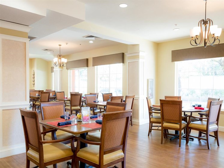 Restaurant Style Dining at Cogir of Stock Ranch, Citrus Heights, CA