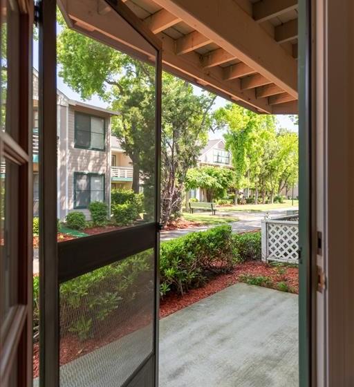 Courtyard View at Cogir of Vacaville, California