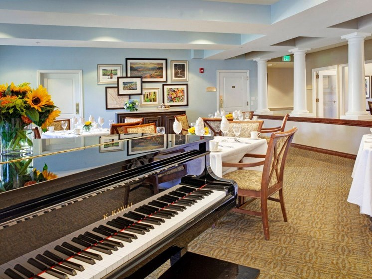 Plaza Lounge With Piano at Cogir On Napa Road, Sonoma