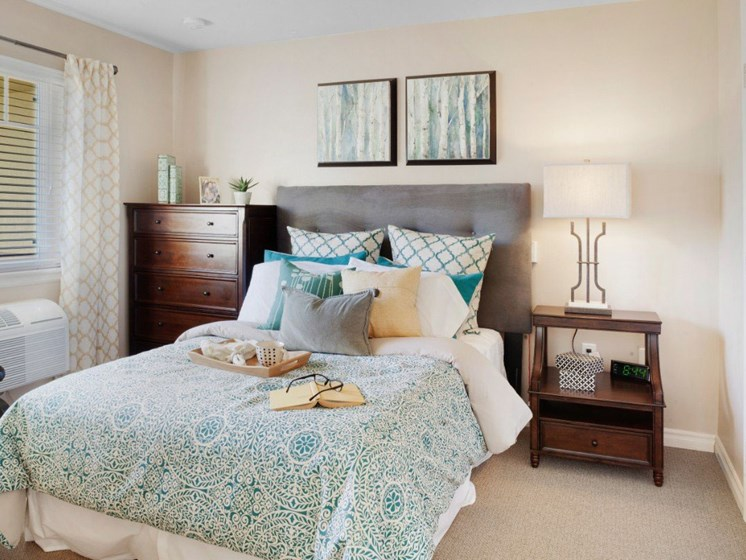 Gorgeous Bedroom at Cogir On Napa Road, Sonoma