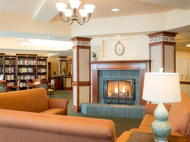 Reading Room With Ample Of Sitting Area at Cogir of Mill Creek, Mill Creek, WA, 98012