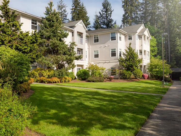 Courtyard With Green Space at Cogir of Mill Creek, Washington, 98012