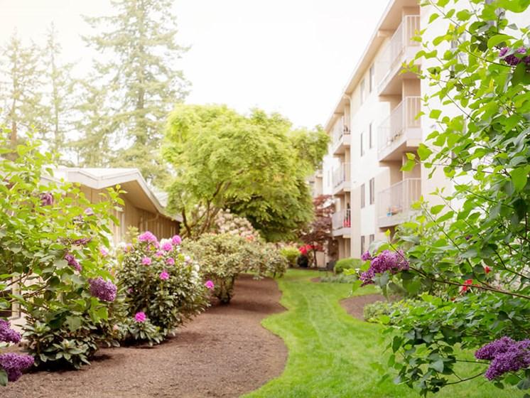 Courtyard Garden Space at Cogir of Northgate, Washington