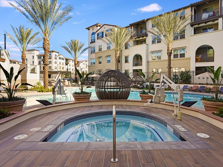 Oversized Hot Tub Jacuzzi Overlooking Sparking Pool at The Club at Enclave Apartments in Chula Vista, CA