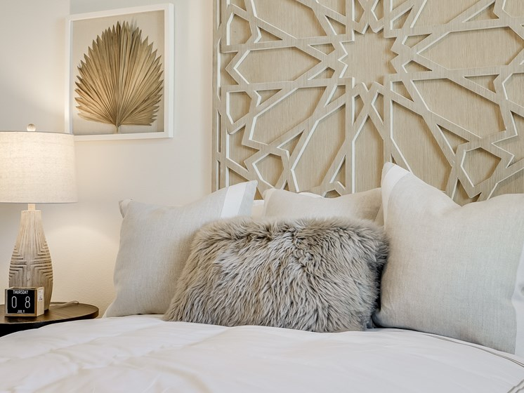 Bedroom with Modern Decor at The Club at Enclave Apartments in Chula Vista, CA