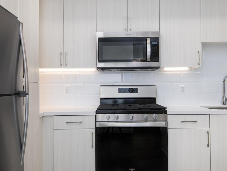 Modern Appliances At The Club At Enclave Apartments In Chula Vista, CA